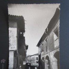 Postales: POSTAL CANTABRIA. SANTILLANA DEL MAR. CALLE DEL RÍO Y CASA DE LOS HOMBRONES.. Lote 44402664