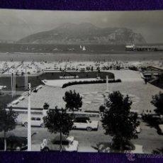 Postales: POSTAL DE LAREDO (CANTABRIA). 1023 PLAZA Y MONUMENTO AL PESCADOR. PLAYA Y CLUB NAUTICO. AÑOS 50. Lote 47082758