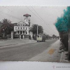 Postales: EL SARDINERO SANTANDER AÑO 1954 TRANVÍA , EDICIONES GARCIA CARRABELLA , CIRCULADA SELLO 50 CTS. Lote 47668239
