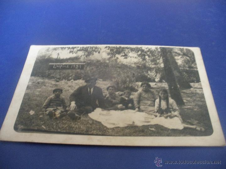 CURIOSA FOTO POSTAL ,FAMILIA MERENDANDO-LIMPIAS 1921- CANTABRIA. (Postales - España - Cantabria Antigua (hasta 1.939))