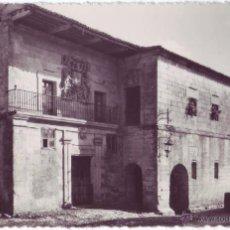 Postales: SANTILLANA DEL MAR: CASA DE LOS COSSIO Y QUEVEDO. GARCÍA GARRABELLA. NO CIRCULADA (AÑOS 50). Lote 54743667