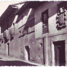Postales: SANTILLANA DEL MAR: CALLE DE LA CARRERA. GARCÍA GARRABELLA. NO CIRCULADA (AÑOS 50). Lote 54743758