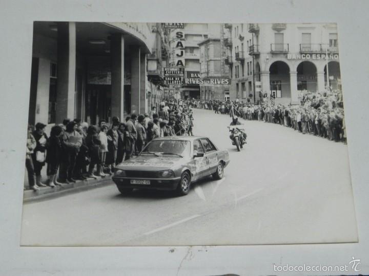 FOTOGRAFIA DE TORRELAVEGA (CANTABRIA) CICLISMO, VUELTA A ESPAÑA, AÑOS 80, UNA CALLE DE BURGOS, MIDE (Postales - España - Cantabria Moderna (desde 1.940))