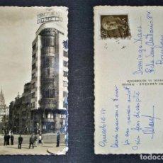 Postales: OVIEDO, CALLE DE SAN FRANCISCO Y AL FONDO LA CATEDRAL, POSTAL DEL AÑO 1958. Lote 66868522