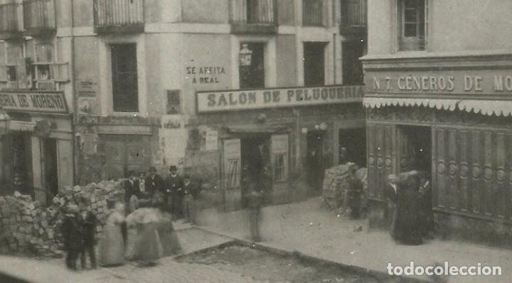 Postales: (PS-52691)POSTAL FOTOGRAFICA DE SANTANDER-CALLE SAN FRANCISCO.BARRICADAS,REVOLUCION AÑO 1868 - Foto 2 - 96698199
