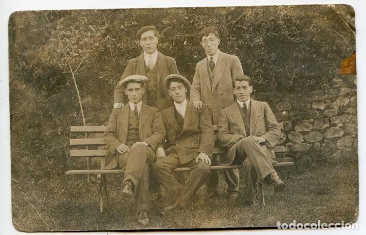 BALNEARIO DE ALCEDA. GRUPO DE BAÑISTAS EN EL PARQUE. POSTAL FOTOGRÁFICA S. RIANCHO FOTÓGRAFO (Postales - España - Cantabria Antigua (hasta 1.939))