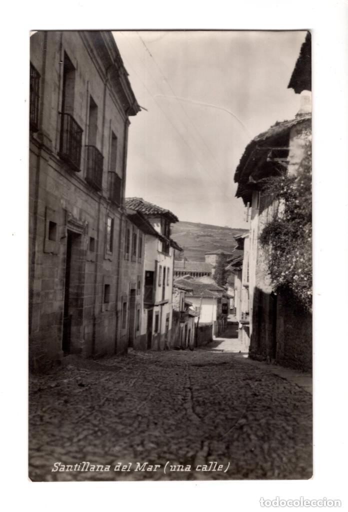 SANTILLANA DEL MAR (CANTABRIA) .- UNA CALLE. FOTOGRAFICA (Postales - España - Cantabria Antigua (hasta 1.939))