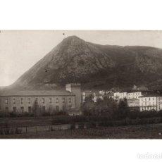 Postales: PUENTE VIESGO.(CANTABRIA).- BALNEARIO. HOTEL LA BILBAINA Y HOTEL PAULA. POSTAL FOTOGRÁFICA.. Lote 190768525