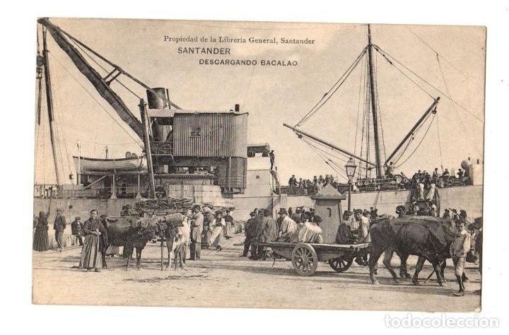 TARJETA POSTAL SANTANDER. DESCARGANDO BACALAO. LIBRERIA GENERAL. AÑO 1908 (Postales - España - Cantabria Antigua (hasta 1.939))