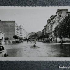Postales: TORRELAVEGA CANTABRIA AVENIDA MENENDEZ Y PELAYO POSTAL FOTOGRÁFICA ANTIGUA EDICIONES ARRIBAS. Lote 197821613