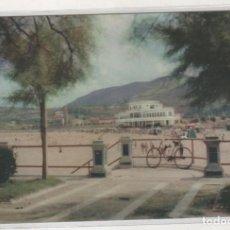Postales: CASTRO-URDIALES ENTRADA A LA PLAYA Y HOTEL MIRAMAR. MANIPEL. SIN CIRCULAR.. Lote 205655332