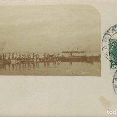 Postales: POSTAL FOTOGRÁFICA, MILITARES SOBRE UNA PASARELA. CON MATASELLOS DE SANTANDER EN 1906. Lote 209345840