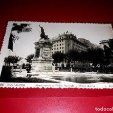 """Postales: SANTANDER """" MONUMENTO A PEDRO VELARDE Y HOTEL BAHÍA """" SIN CIRCULAR. Lote 210589783"""