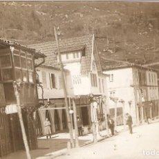 Postales: PUENTE VIESGO (CANTABRIA) CALLE REAL. POSTAL FOTOGRÁFICA.. Lote 221561190