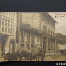 Postales: POSTAL FOTOGRÁFICA. REINOSA, CARRO DE BUEYES POR UNA CALLE. CIRCULADA.. Lote 227121490