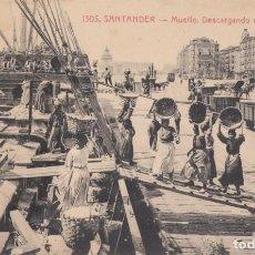 Postais: (2167) POSTAL SANTANDER - EL MUELLE. DESCARGANDO UN BARCO - 1305 ED. V.POBLADOR - S/CIRCULAR. Lote 262812845