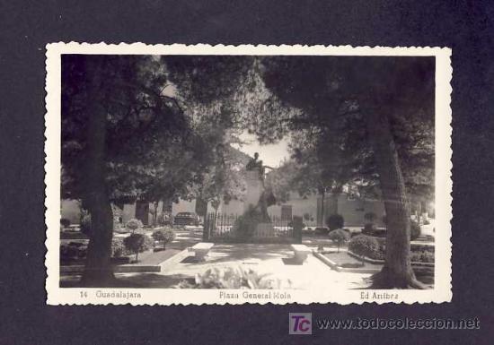 POSTAL DE GUADALAJARA: PLAZA DEL GENERAL MOLA (ED.ARRIBAS NUM.14) (Postales - España - Castilla La Mancha Antigua (hasta 1939))