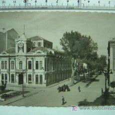 Postales: ALBACETE - AYUNTAMIENTO Y AVENIDA JOSE ANTONIO, POSTAL FOTOGRAFICA. Lote 53851140