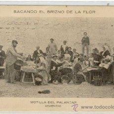 Postales: (PS-13505)POSTAL DE MOTILLA DEL PALANCAR(CUENCA)-SACANDO EL BRIZNO DE LA FLOR. Lote 15511185