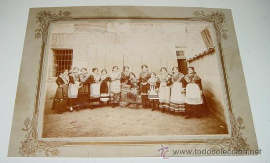 Postales: ANTIGUA FOTOGRAFIA ALBUMINA DE TORRIJOS - TOLEDO - MUJERES CON EL TIPICO TRAJE REGIONAL MANCHEGO - G - Foto 2 - 27707557