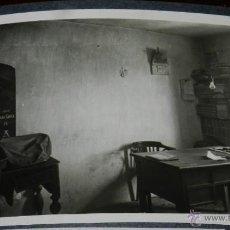 Postales: ANTIGUA FOTOGRAFIA DE AYUNTAMIENTO DE ZAFRA DE ZANCARA (CUENCA) 1956., CARTEL DE SEMANA SANTA, MAS G. Lote 39612960