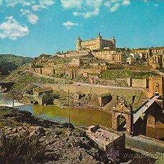 Postales: TOLEDO, PUENTE DE ALCANTARA Y EL ALCAZAR, EDITOR: ARRIBAS Nº 4802, CIRCULADA VER EL DORSO. Lote 40805190