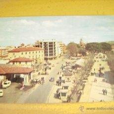 Postales: TALAVERA DE LA REINA ( TOLEDO ) AVD. GENERAL YAGUE Y PASEO. Lote 47182806