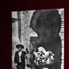 Postales: ANTIGUA FOTO POSTAL DE TOLEDO. VENDEDOR TÍPICO DE CERÁMICA. SIN CIRCULAR. Lote 49972116