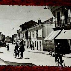 Postales: FOTO POSTAL DE ALCAZAR DE SAN JUAN. CIUDAD REAL, CALLE GENERALÍSIMO. N. 12, ED. MATA ALCAZAR. FOTO R. Lote 54873162