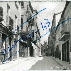 Postales: VALDEPEÑAS (CIUDAD REAL). CALLE DE JOSE ANTONIO PRIMO DE RIVERA. ED. ARRIBAS Nº 6. FOTOGRAFICA.. Lote 56653294