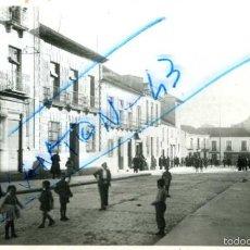 Postales: ALCAZAR DE SAN JUAN (CIUDAD REAL). AVENIDA DE JOSE ANTONIO. FOTOGRAFICA.. Lote 57950097