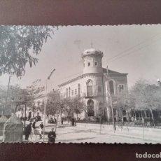 Postales: FOTO POSTAL DE MORA (TOLEDO). AYUNTAMIENTO, LABORATORIOS FOTOGRÁFICOS ALBERTO. MADRID. CIRCULADA.. Lote 110897207