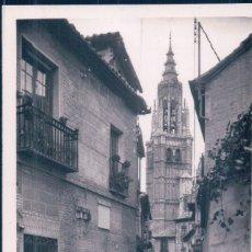 Postales: POSTAL TOLEDO 102 - CALLE TIPICA - AL FONDO CATEDRAL - ARRIBAS - ESCRITA. Lote 112856523