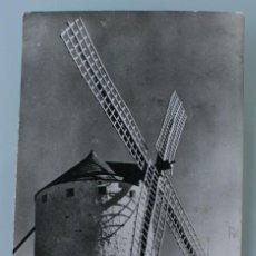 Postales: ANTIGUA TARJETA POSTAL FOTO SALAS CUIDAD REAL MOLINOS DE VIENTO – AÑOS 60 – CIRCULADA . Lote 113376003