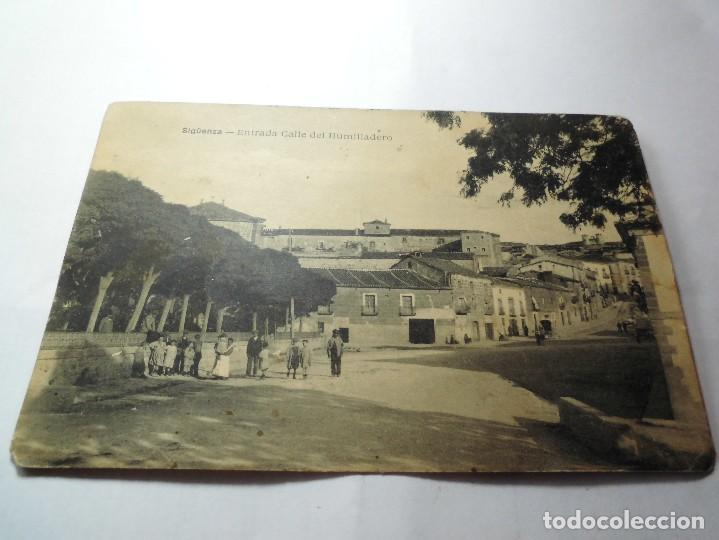 SIGUENZA (GUADALAJARA). ENTRADA CALLE DEL HUMILLADERO. (Postales - España - Castilla La Mancha Antigua (hasta 1939))