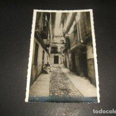 Postales: TOLEDO CALLE DE LOS BODEGONES. Lote 131687286