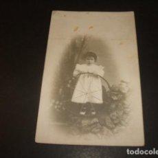 Postales: GUADALAJARA RETRATO DE NIÑA CON ARO MANUEL ARIZA FOTOGRAFO POSTAL FOTOGRAFICA HACIA 1905. Lote 139228474