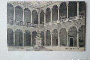 TOLEDO Patio de Alcázar