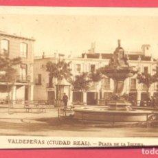 Postales: VALDEPEÑAS(C.R.) PLAZA DE LA IGLESIA.SIN CIRCULAR, REVERSO F .MESAS MADRID,VER FOTOS. Lote 142357006
