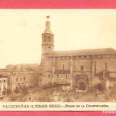 Postales: VALDEPEÑAS(C.R.) PLAZA DE LA CONSTITUCION CIRCULADA 1929 CON SELLO, REVERSO F.MESAS, VER FOTOS. Lote 142357346