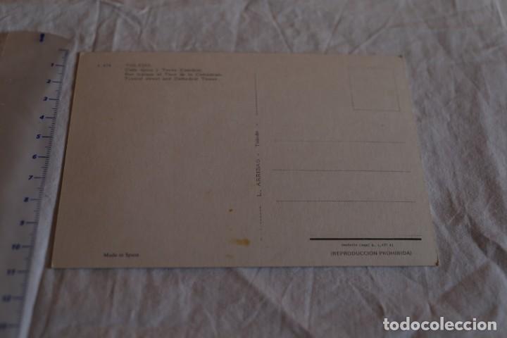 Postales: POSTAL TOLEDO - CALLE TIPICA Y TORRE CATEDRAL - 1968 - ARRIBAS 1474 - SIN CIRCULAR RENAULT 8 - Foto 2 - 147535950
