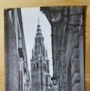 Postales: TOLEDO CALLE TIPICA Y TORRE DE LA CATEDRAL 1963 ED. LUIS ARRIBAS. Lote 151040082