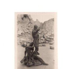 Postales: TOLEDO.- DETALLE. CARLOS V ENTRE RUINAS ALCAZAR. POSTAL FOTOGRÁFICA. Lote 154134878