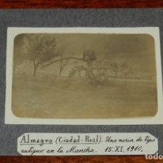 Postales: FOTOGRAFIA DE ALMAGRO, CIUDAD REAL, UNA NORIA DE TIPO ANTIGUO EN LA MANCHA, AÑO 1910, MIDE 13 X 9 CM. Lote 173013647