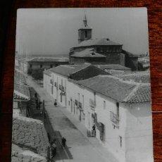 Postales: FOTO POSTAL DE TORRENUEVA, CIUDAD REAL, LABORATORIOS FOTOGRAFICOS ALBERTO, CIRCULADA.. Lote 173013778