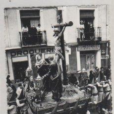 Postales: FOTOGRAFÍA CUENCA PROCESIÓN SEMANA SANTA 11 X 8,50 CM FOTO DE ARTE PASO CRISTO MUERTO EN LA CRUZ. Lote 175020762