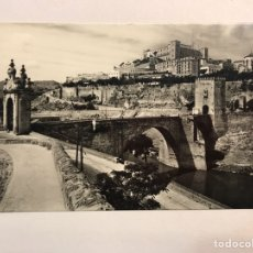Postales: TOLEDO. POSTAL NO. 11, PUENTE DE ALCANTARA. EDITA: DOMÍNGUEZ. FOTO J. CEBOLLERO (H.1960?). Lote 175302432