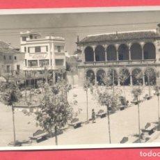 Postales: POSTAL FOTOGRAFICA DE VILLARROBLEDO, PLAZA RAMON Y CAJAL, FOTOGRAFO CASTELLANOS,(VER FOTOS). Lote 183300401