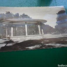 Postales: ANTIGUA POSTAL DE ALBACETE. PARQUE DE LOS MÁRTIRES. AÑOS 50. Lote 194199778