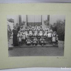 Postales: PRECIOSA FOTOGRAFIA DE NIÑAS DE COLEGIO CON TRAJE REGIONAL DE LAGARTERANA, FOTO BELDA, GRAN TAMAÑO, . Lote 194373012